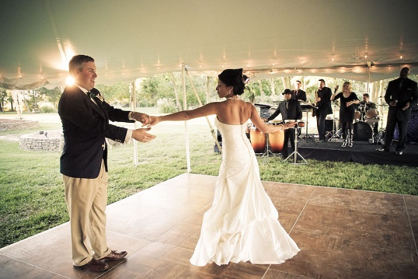 Glastonbury-Wedding-Dance -A2zWeddingCards