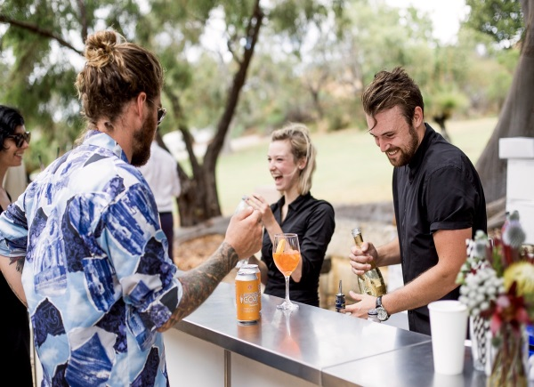 Bartender-Wedding -Cocktail-Bar-Guide-A2zWeddingCards