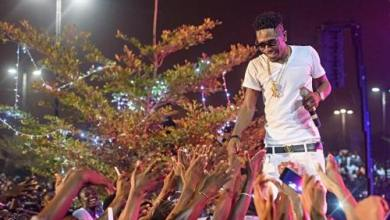 Photo of VIDEO: Chief Of Elmina Dancing To Shatta Wale's Taking Over