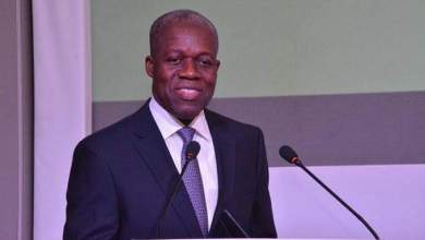 Photo of Sarkodie, Joselyn Dumas, DKB, others pay tribute to Amissah-Arthur