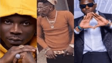 Photo of Watch Medikal and Stonebwoy's funny reaction to Shatta Wale's new video