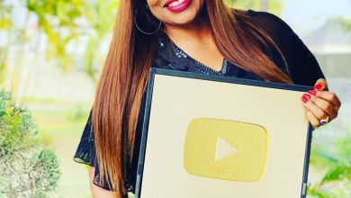 Photo of YouTube awards Nigerian Gospel singer, Sinach with Gold Plaque For reaching a Million Subscribers