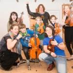 Kinderorchester auf dem Abenteuerspielplatz