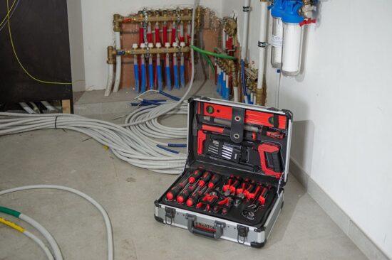 Værktøjssæt 180 dele i aluminiums kuffert