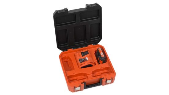 Kuffert med 20 Volt batteri og oplader værktøj