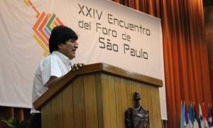"""Evo Morales lembrou da necessidade de """"formar pensamento e força"""" entre os jovens. Foto: Portal Alba."""