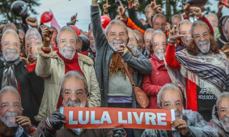 Petistas fazendo vigília pela liberdade de Lula. Foto: Ricardo Stuckert