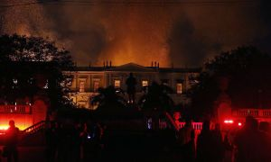 O acervo do Museu Nacional virou estatística como mais uma vítima de um danoso anticapitalismo. Foto: Tania Rego/Agência Brasil