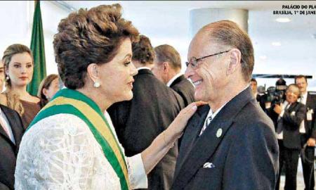 Dilma com Edir Macedo em 2011: bispo furou fila para cumprimentar a 'presidenta' na posse. Foto: Roberto Stuckert Filho/Presidência