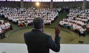 Alexandre Padilha e médicos cubanos. Foto: Marcello Casal Jr. / Agência Brasil