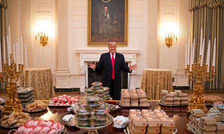 Trump e Lincoln na Casa Branca: sanduíches pra todo mundo, tá OK? Foto: Divulgação/Casa Branca