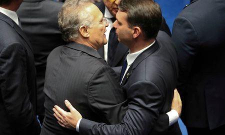 Renan Calheiros e Flávio Bolsonaro na posse: o voto é secreto. Foto: Fabio Rodrigues Pozzebom/Agência Brasil
