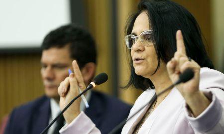 Será que a Damares lê os despachos do chefe? Foto: Marcelo Camargo/Agência Brasil