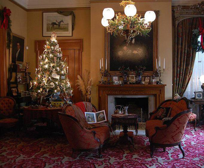Belle Meade Plantation at Christmas (Source: Vacations Made Easy).