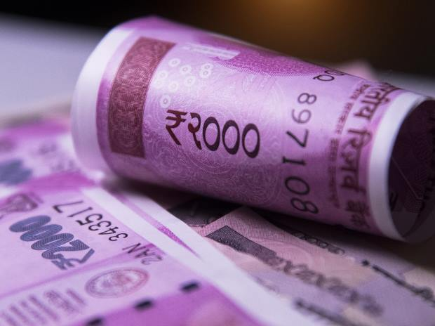 5.7 crore rs new notes and 32 kg gold seized in hawala from bathroom safe