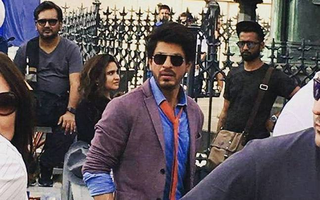 shah rukh khan performance is improving day by day and he performs like a theatre artist said imtiaz ali