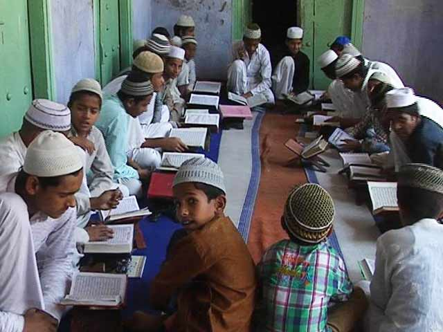 now madhya pradesh government give order to host indian flag daily to all madrasas