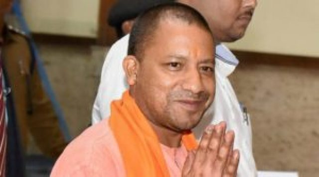 yogi adityanath did not get public attention at gujarat roadshow