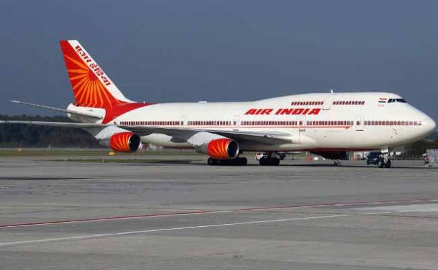 air india एयर इंडिया passenger slaps official