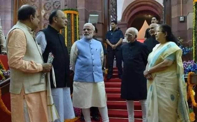 pm modi प्रधानमंत्री नरेंद्र मोदी opens parliament at midnight