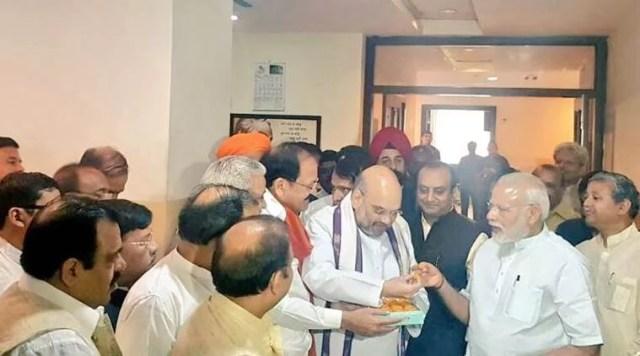 narendra modi नरेंद्र मोदी eats costly food
