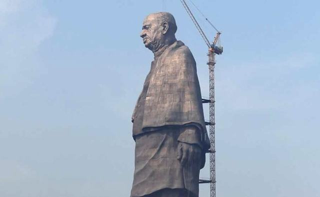 75 thousands tribal people protest against statue of unity