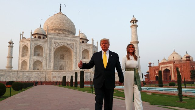 donald trump डोनाल्‍ड ट्रंप refused to see the original grave site inside taj mahal