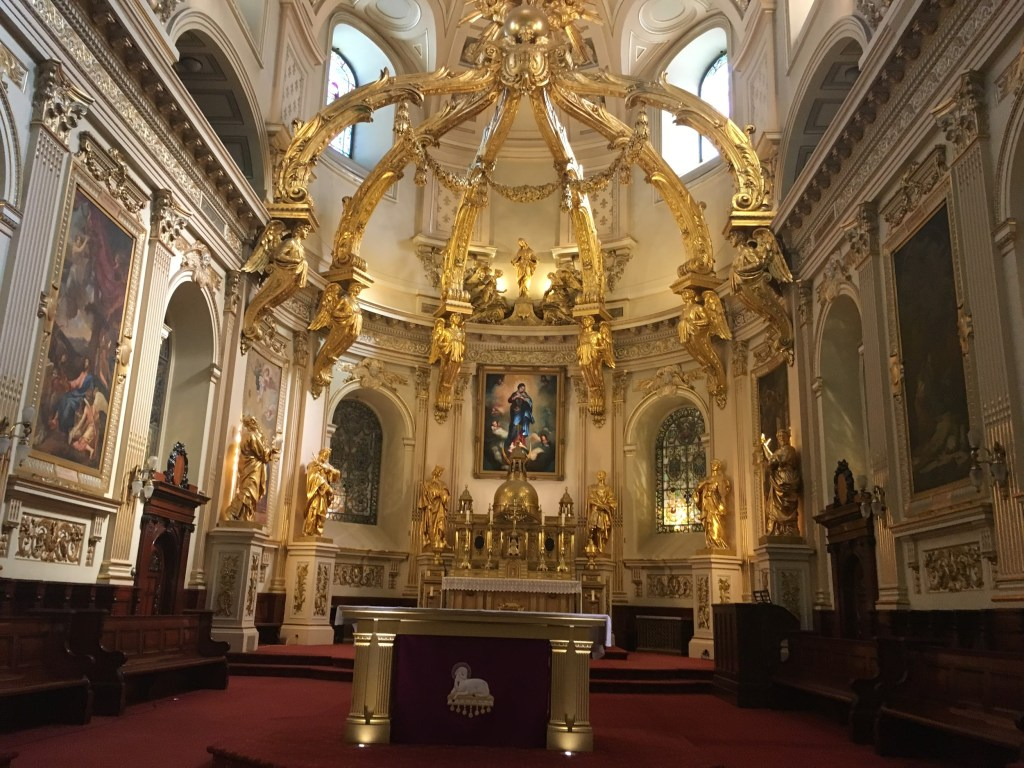 Image of the inside of a cathedral