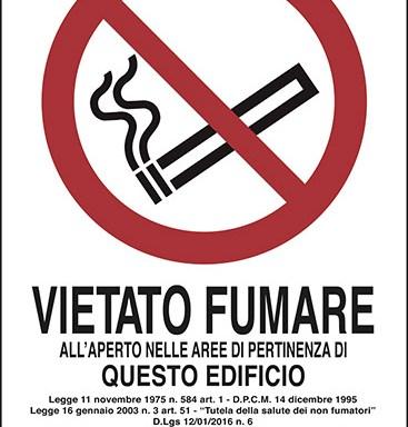 VIETATO FUMARE ALL'APERTO NELLE AREE DI PERTINENZA DI QUESTO EDIFICIO…
