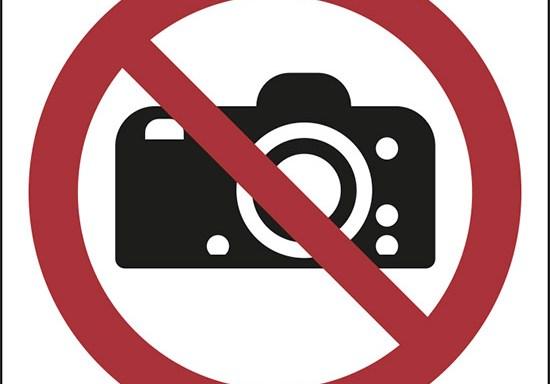 (vietato fotografare – no photography)