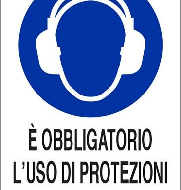 E' OBBLIGATORIO L'USO DI PROTEZIONI ACUSTICHE
