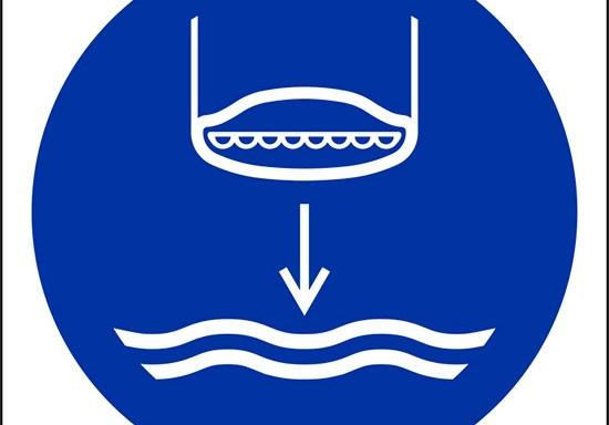 (calare in acqua la scialuppa di salvataggio nella procedura di lancio in mare – lower lifeboat to the water in launch sequence)