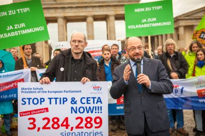 Bron afbeelding: Wikipedia  Martin Schulz https://upload.wikimedia.org/wikipedia/commons/6/6b/Stop_TTIP_Martin_Schulz_01.jpg