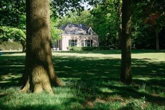 Het koetshuis en de tuin