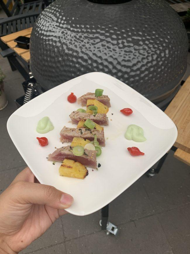Grillen met vis tonijnsteaks met ananas