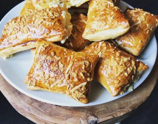 Homemade kaasbroodjes