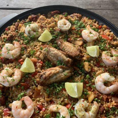 Pan paella met chorizo kip en vis