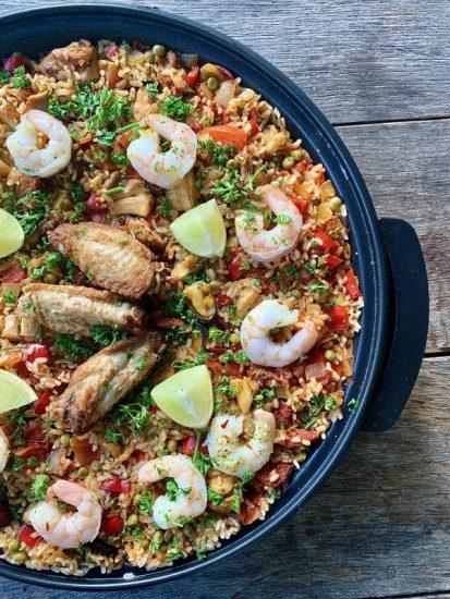 Pan paella met kip, chorizo en vis