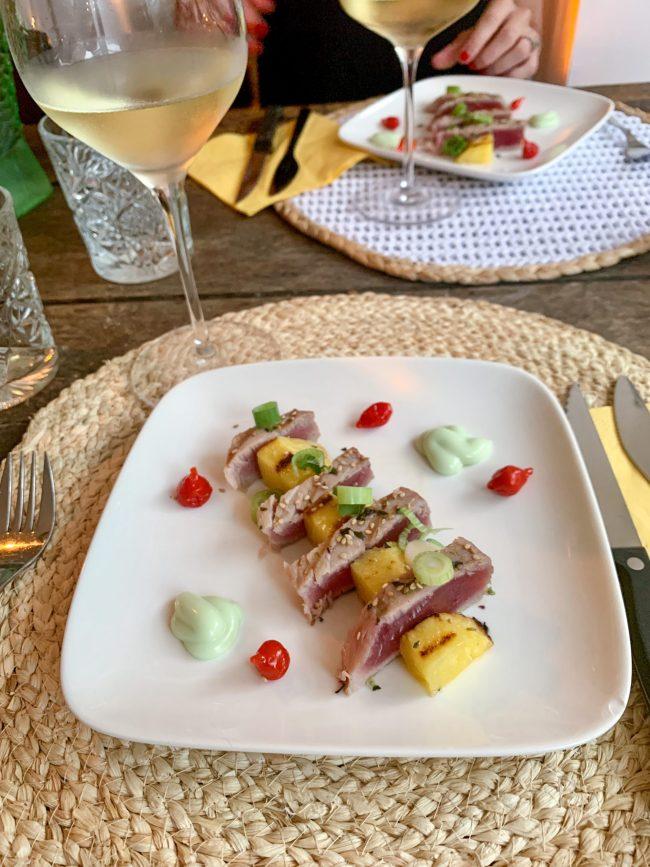 Tonijn en ananas van de barbecue