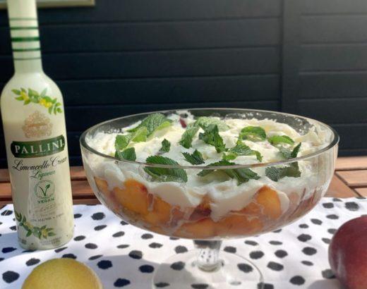 Trifle met nectarines en romige limoncello