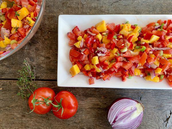 Zomerse bbq salade met mango