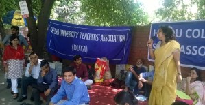 Freedom Badges Released on 18th Day of DUTA and Hindu College Staff Association Dharna