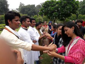 Jamia students celebrate Rakshabandhan in a historical way; Girls send Rakhi to soldiers