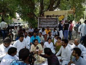 Lucknow University : Pooja Shukla detained by the police during hunger strike