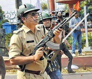 AK-47 के साथ राणा