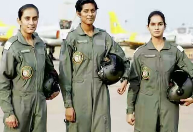 201606171421300040_first-three-female-fighter-pilots-of-india-will-create_SECVPF(1)