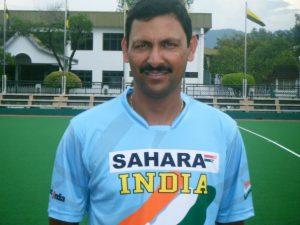 भारतीय जूनियर हॉकी कोच हरेन्द्र ।
