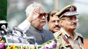 देश के शहीदों को नमन कर मुख्यमंत्री नीतीश कुमार ने ऐतिहासिक गाँधी मैदान में फहराया तिरंगा
