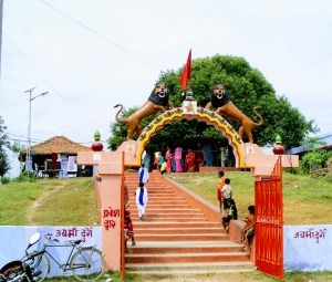 नवरात्रि विशेष: दरभंगा जिले में 75 फीट ऊंचे टीले पर अवस्थित माँ रत्नेश्वरी की महिमा अपरंपार है