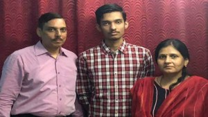 NEET Results: बिहार के आशि सिन्हा को महिला दिव्यांग श्रेणी में चौथा स्थान, अपूर्व बना स्टेट टॉपर